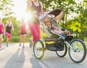 Courir avec bébé, le chien tout en téléphonant : impossible ?